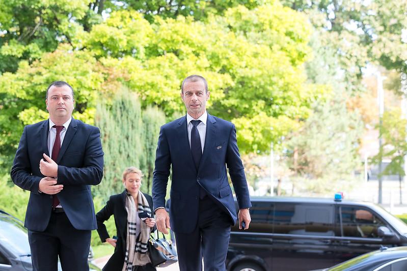 """La Parlament a avut loc o întrevedere a delegației UEFA și a FMF. Aleksander Čeferin a fost apreciat cu distincția """"Medalia Democrației"""" (FOTO)"""