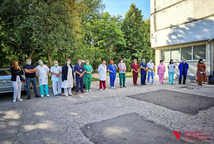 """O fundație din Regatul Țărilor de Jos a donat Spitalului """"V. Ignatenco"""" o ambulanță (FOTO)"""