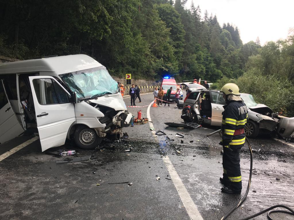 Încă un accident cu implicarea unui microbuz în care se aflau moldoveni s-a produs în România (FOTO)