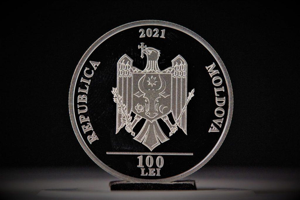 """BNM a lansat o monedă comemorativă, pe care este ilustrat Teatrul Național """"Mihai Eminescu"""""""