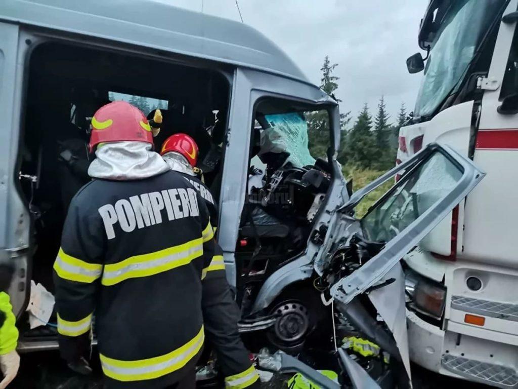 Noi detalii despre microbuzul cu moldoveni, accidentat în România. Doi pasageri sunt în stare gravă (FOTO)