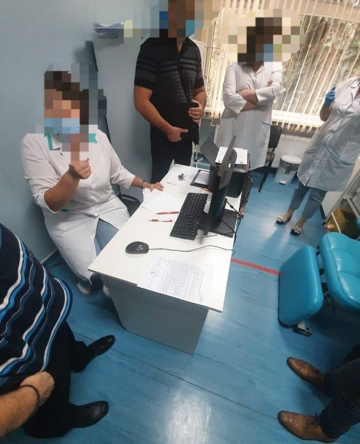 ВМолдове полиция проводит проверки в центрах вакцинации от коронавируса (ФОТО)
