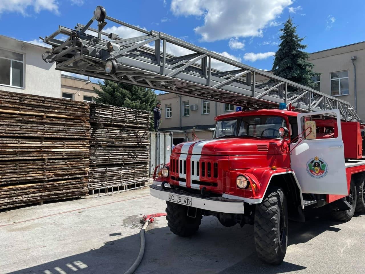 ВКишиневе вздании мебельной фабрики произошел пожар (ФОТО)