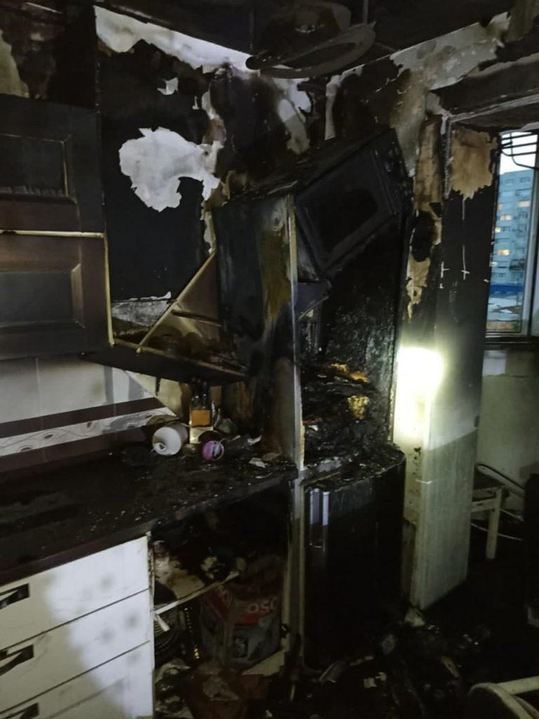 Un apartament din centrul capitalei a luat foc. Patru persoane au fost evacuate (FOTO)