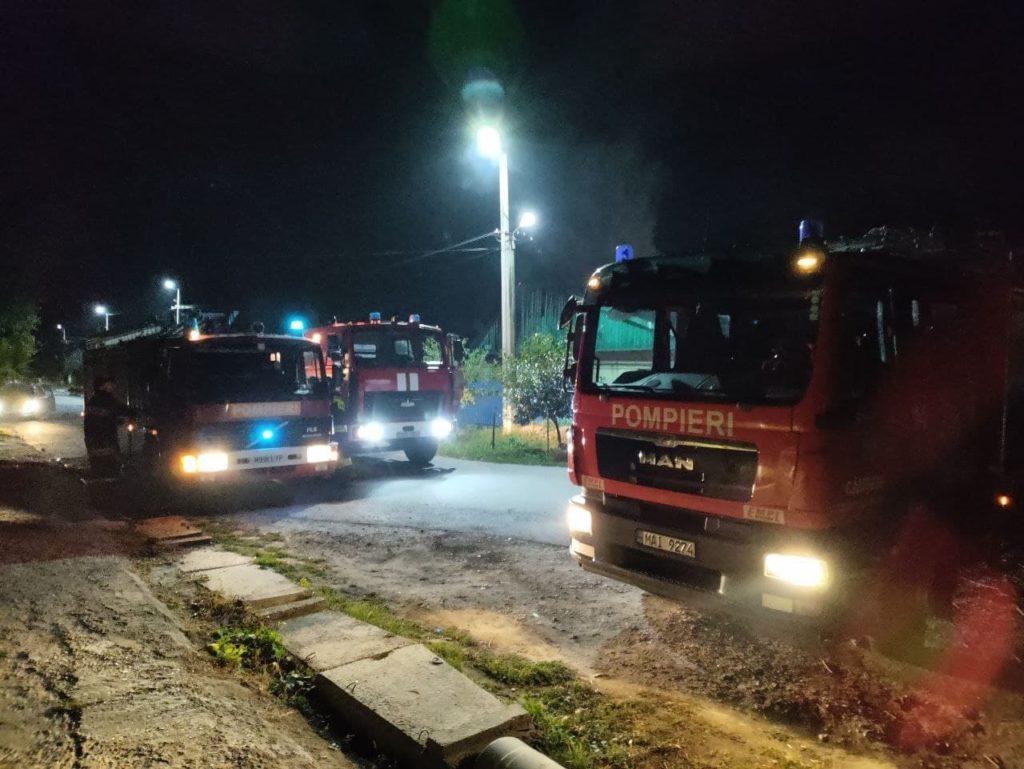 O casă din Căușeni a fost cuprinsă de flăcări (FOTO)
