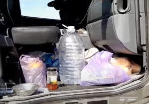 """""""Suntem umiliți în fiecare zi"""". Mai mulți moldoveni sunt blocați de trei luni la hotarul cu Irak și locuiesc într-un camion"""
