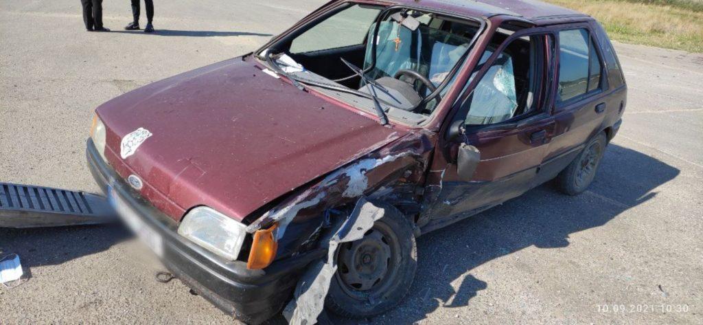 Două autoturisme au intrat în coliziune la Sângerei. În una dintre mașini se aflau copii (FOTO)