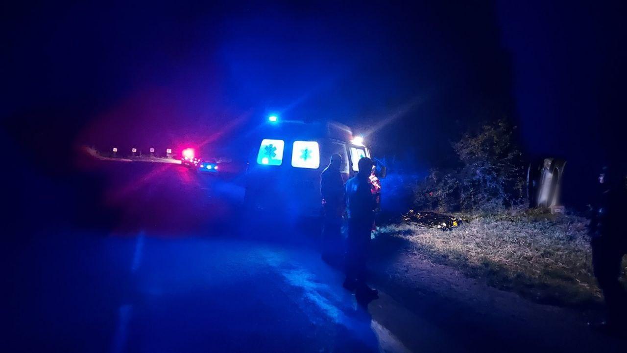 ВСынжерейском районе автомобиль врезался вдерево. Один человек погиб (ФОТО)