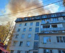 В Кишиневе на мансардном этаже жилого дома произошел пожар (ФОТО, ВИДЕО)