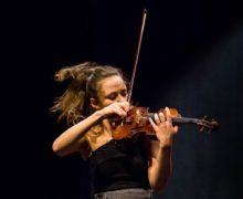 """Cea mai bună violonistă a Moldovei, cercetată pentru tentativă de contrabandă. """"Stradivariusul"""" era, de fapt un Guadagnini"""