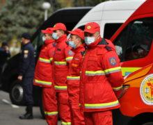 «Нужно объединить силы». Молдавских врачей отправили на помощь румынским коллегам. Фоторепортаж NM