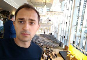 КСутвердил мандат депутата отPAS. Ранее онработал концертмейстером вМоскве