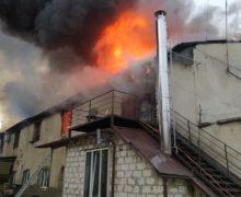 Пожар вКишиневе. Загорелась крыша типографии (ФОТО)