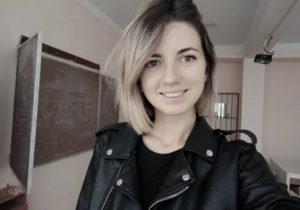 """""""Vine vremea tinerilor frumoși și deștepți"""". O profesoară din Moldova, despre rețelele sociale, matematică online și salarii. Interviu NM"""