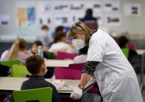 Fără vaccin, fără salariu. În Ucraina, angajații din educație care refuză imunizarea nu vor fi plătiți