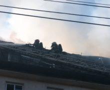 Пожарный пострадал при тушении пожара намансарде наБуюканах